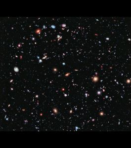 Extreme Deep  Field ...photo prise par Hubble ...chaque point est une...galaxie!