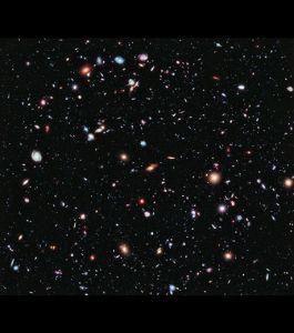 Extreme Deep  Field ...photo prise par Hubble ...chaque point est une...galaxie!