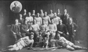 En 1912,une photo de l'équipe de hockey des bulldogs de Québec,dans la Ligue Nationale de Hockey.