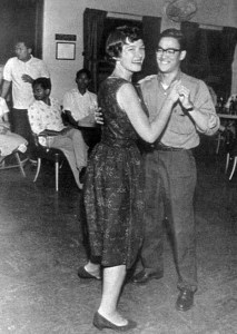 Le jeune Bruce Lee sur une piste de dance.