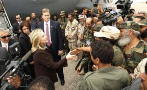"""Protégée par la CIA et l'armée américaine,la """"folle du pouvoir illuminati"""" serre les mains  de membres douteux  du CNT."""