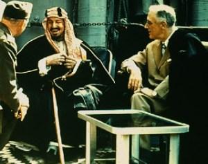 Abdel Aziz bin Saoud en compagnie de Roosevelt en 1944.Les sionistes s'entendent bien entre eux.