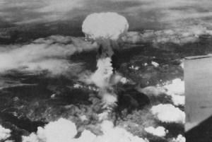 Le 9 aout 1945,ce fut le tour de Nagasdaki...afin d'essayer un nouveau type de bombe.