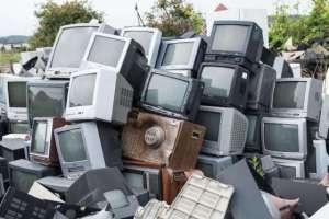...même un dépôt  d'ordinateurs périmés attend  dans l'ombre du temps.