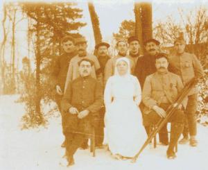 Carte postale  serbe hopital en hiver