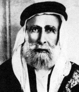 L'émir Fayçal d'Arabie (ou Fayçal de la Mecque) est celui que l'Empire Britannique choisit pour contrôler cette vaste région.À l'arrivée de Lawrence,il est l'équivalent d'un chef de tribue...parmi tant d'autres en Arabie.