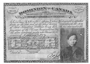 Les premières cartes de citoyenneté canadienne apparurent lors de l'entrée des provinces de l'Ouest.