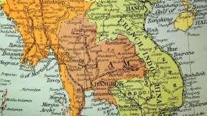 Incidents du golfe du Tonkin   Toujours d'après les Pentagone Papers, il fut démontré que les attaques des torpilleurs vietnamiens au large des côtes du Vietnam sur les navires américains le 4 août 1964, étaient inventées de toute pièce. C'était une manœuvre du président Johnson pour convaincre le Congrès d'accorder aux États-Unis les pleins pouvoirs dans le conflit indochinois.