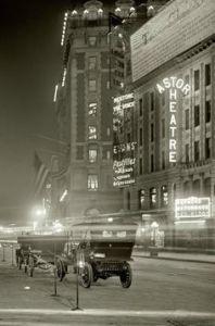 L'infâme Time Square de New York a été photographié en 1911 ici.La photo nous révèle que le point de repère était aussi à couper le souffle qu'il ne l'est aujourd'hui.