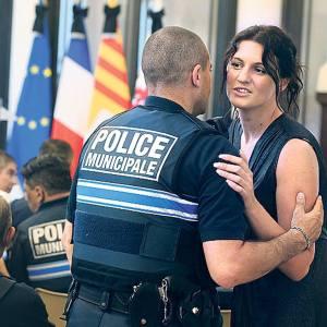 Sandra bertin,la policière chargée de la surveillance vidéo...est bien surveillée elle-même,car elle en sait trop!