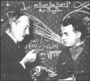 L'ingénieur Émile Drouet (à gauche) et l'écrivain Robert Charroux (à droite).