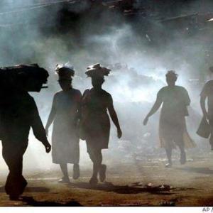 En Haiti,faute de ressources, de nombreux villages brulent leurs déchets.