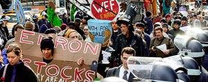Manifestation des employés, retraités et petits épargnants ruinés par la débâcle d'Enron.