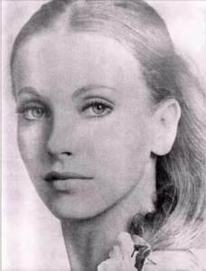 Maria Orsic,la grande prêtresse de la société du Vril s'est évadé de Berlin,le 18 mars 1945 en compagnie des autres  membres féminins de la Société secrète.Elles montèrent à bord d'un disque volant de modèle Vril-7 en état de vol. Seul Taute,la lieutenate de Maria fut aperçue en Uruguay,quelques mois après. Maria Orsic serait réapparue en Indonésie en mai 2005...aussi jeune qu'elle était en 1945. Canular ou voyage dans le temps?