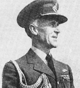 Sir Victor Goddard, maréchal de l'air de l'armée de l'air britannique, a déclaré avoir voyagé dans le futur en 1935 et affirme avoir eu la vision d'un terrain d'aviation tel qu'ils seront dans le futur. Ici, il convient de souligner que par la suite Goddard se révélera être un amateur d'OVNI qui donnera des conférences sur le sujet. Allez comprendre pourquoi.