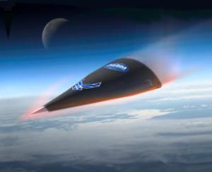 Beaucoup d'avions militaires volent à des vitesses incroyables. Le Falcon Hypersonic Test Vehicle 2 est l'aéronef militaire américain le plus rapide jamais conçu. Le Falcon reste néanmoins au stade expérimental. Cet aéronef est un avion-fusée sans pilote contrôlé à distance grâce à des instruments de navigation automatisés. Le but d'un tel appareil est de prendre l'air afin d'administrer des attaques explosives sans que les radars ennemis aient le temps de le détecter.