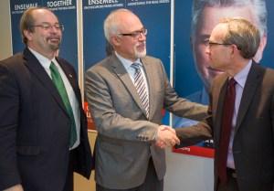Le fameux trio économique avec le Dr Bolduc,Letao au centre et Martin Coiteux ,le banquier à droite.