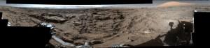 Panorama d'une plaine martienne à proximité de Curiosity