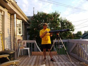 L'astronome amateur./ The amateur astronomer./ El astrónomo aficionado.