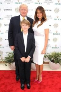 Donald Trump avec Melania ,sa femme et son dernier fils,Barron Trump.