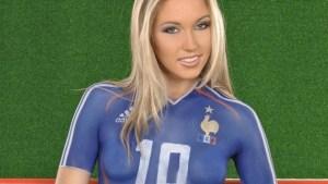 Une supportrice de l'équipe de France  Plus que jamais, allez les bleus !