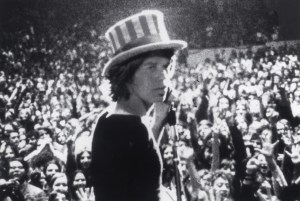 Mick Jagger chant Gimme Shelter.
