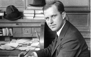 L'aîné des enfants Kennedy, Joseph P. Kennedy Jr., est mort en 1944 lorsque son avion a explosé sur l'Angleterre dans le cadre d'une mission top-secret pendant la Seconde Guerre mondiale. Il était seulement 29 ans à l'époque et est mort deux semaines seulement avant la fin de la guerre.