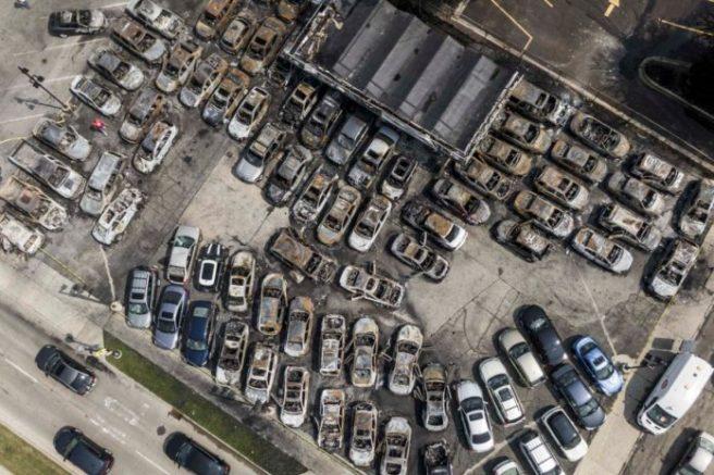 Les voitures brûlés par Black Lives Matter