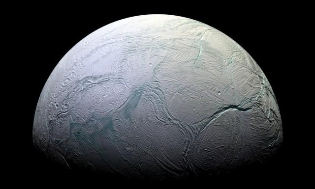 Photo d'Encelade, satellite de Saturne, gracieuseté de la sonde Cassini, NASA