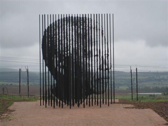 Escultura S 237 Mbolo Nelson Mandela Bouquet De Cravos