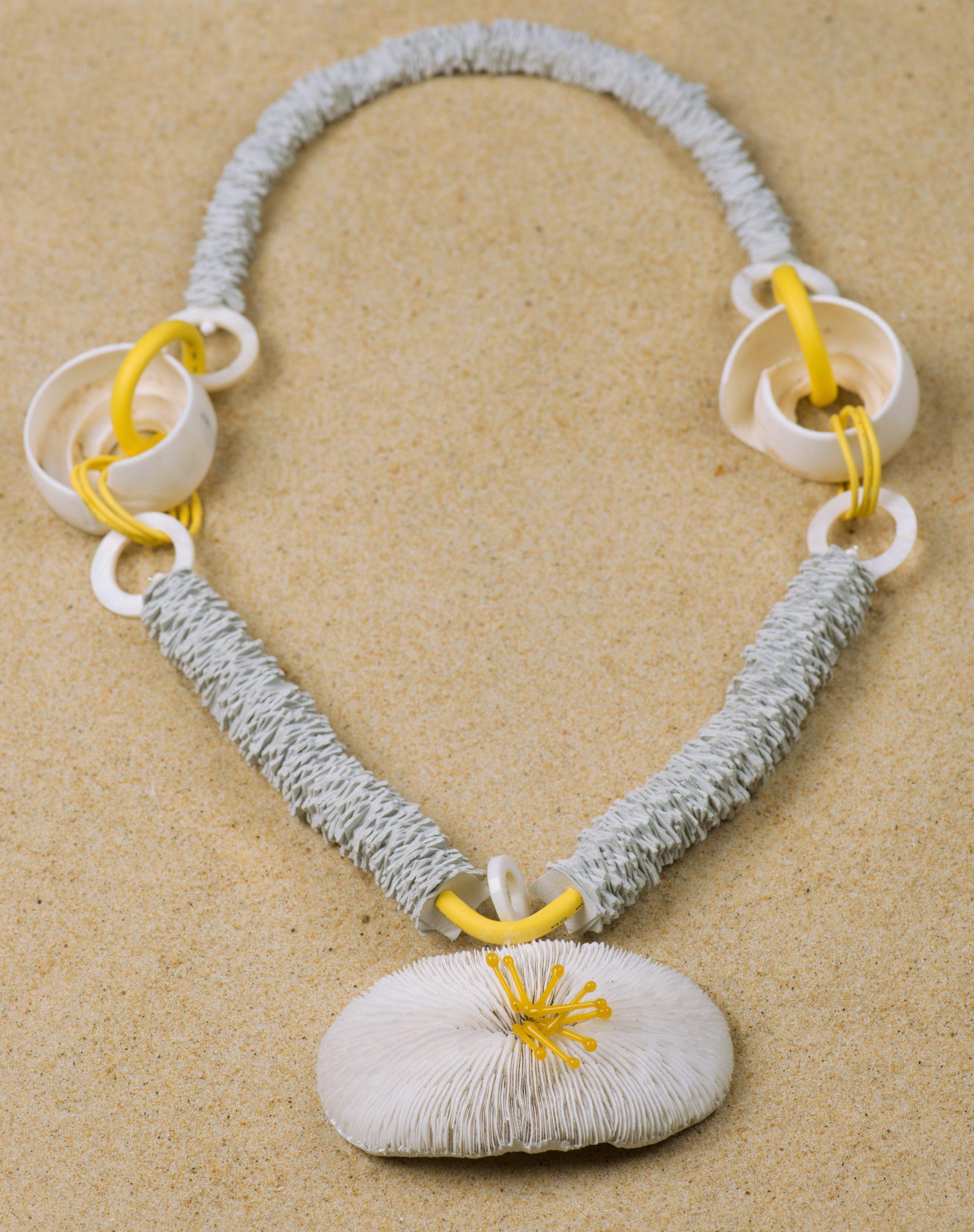 parure-coquillages-métal-crocheté-michèle -forest-design-pièce-unique