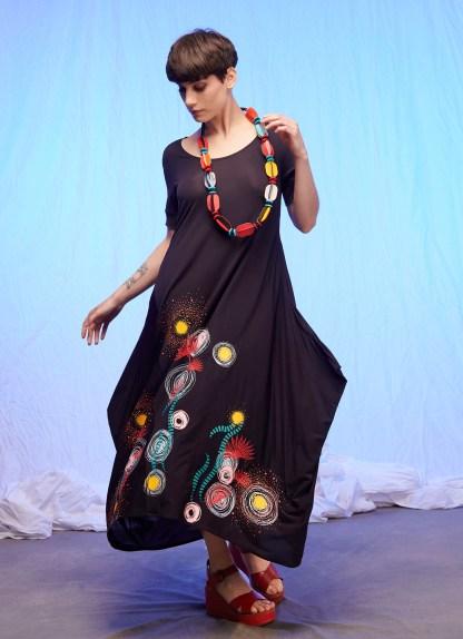 robe longue noire imprimée en sérigraphie