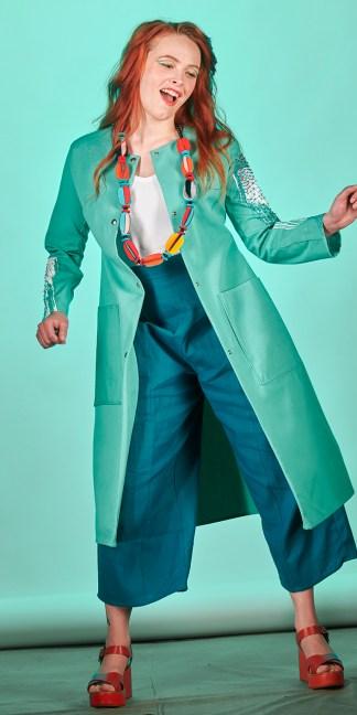 manteau femme manches imprimées et brodées