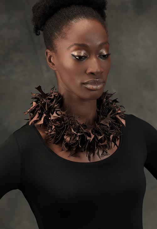 collier-cuir-animalité-michèle-forest-design