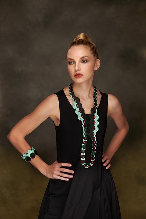 bracelet-boucles-oreilles-collier-cuir-michèle-forest-design