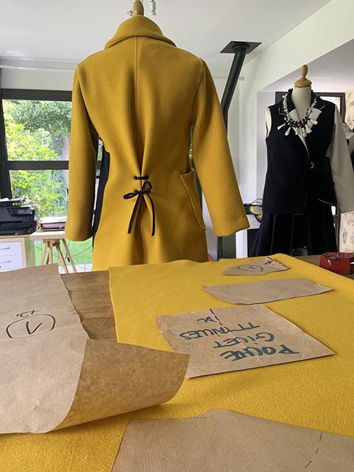 veste-laine-jaune-lacée-atelier-michele-forest