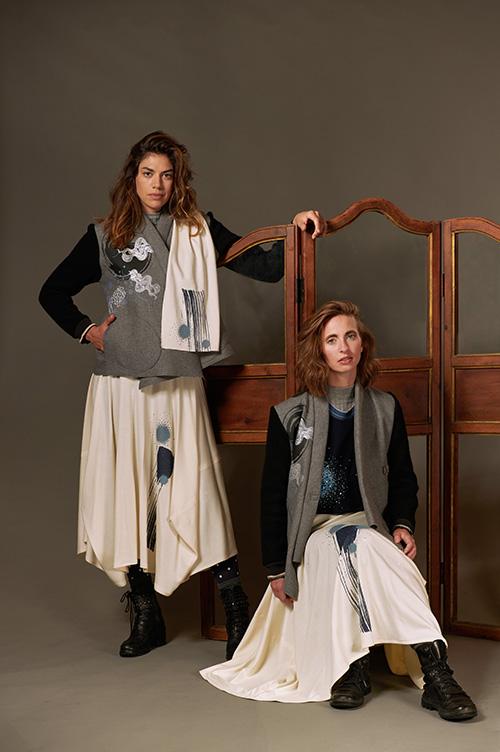 veste-grise-brodée-jupe-laine-imprimée-blanche-hiver-2021-laine-Michele-forest-design
