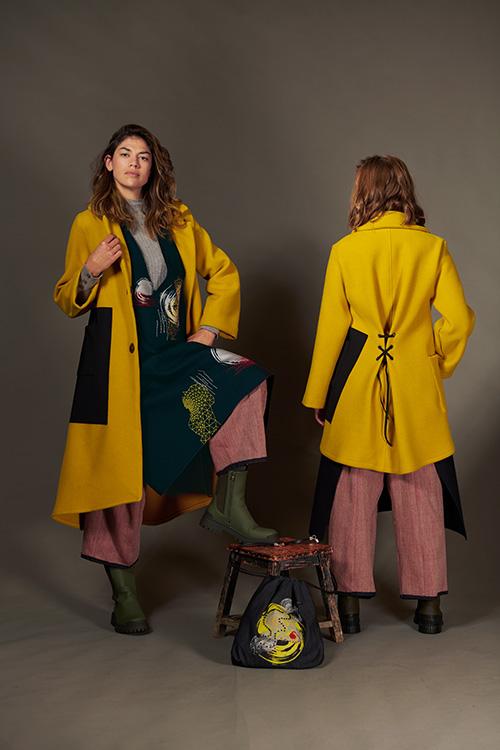 manteau-jaune-hiver-2021-laine-laçage-dos-Michele-forest-design