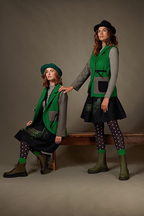 vestdyssimetrique-vert-gris-jupe-bleumarine-imprimée-hiver-2021-michele-forest-design