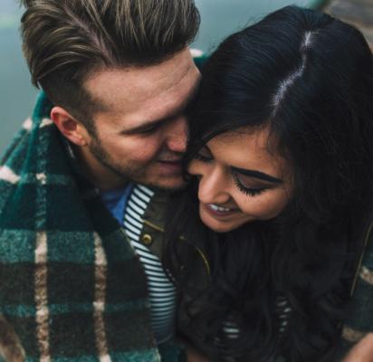 Engagement-Photo-Couple-Lake-Blanket-Kiss-Laugh-Nashville-Tennessee-Indiana