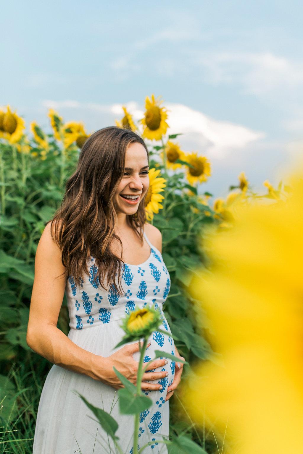 Sunflower-Maternity-Nashville-Tennessee-Field-Batey-Farms-16