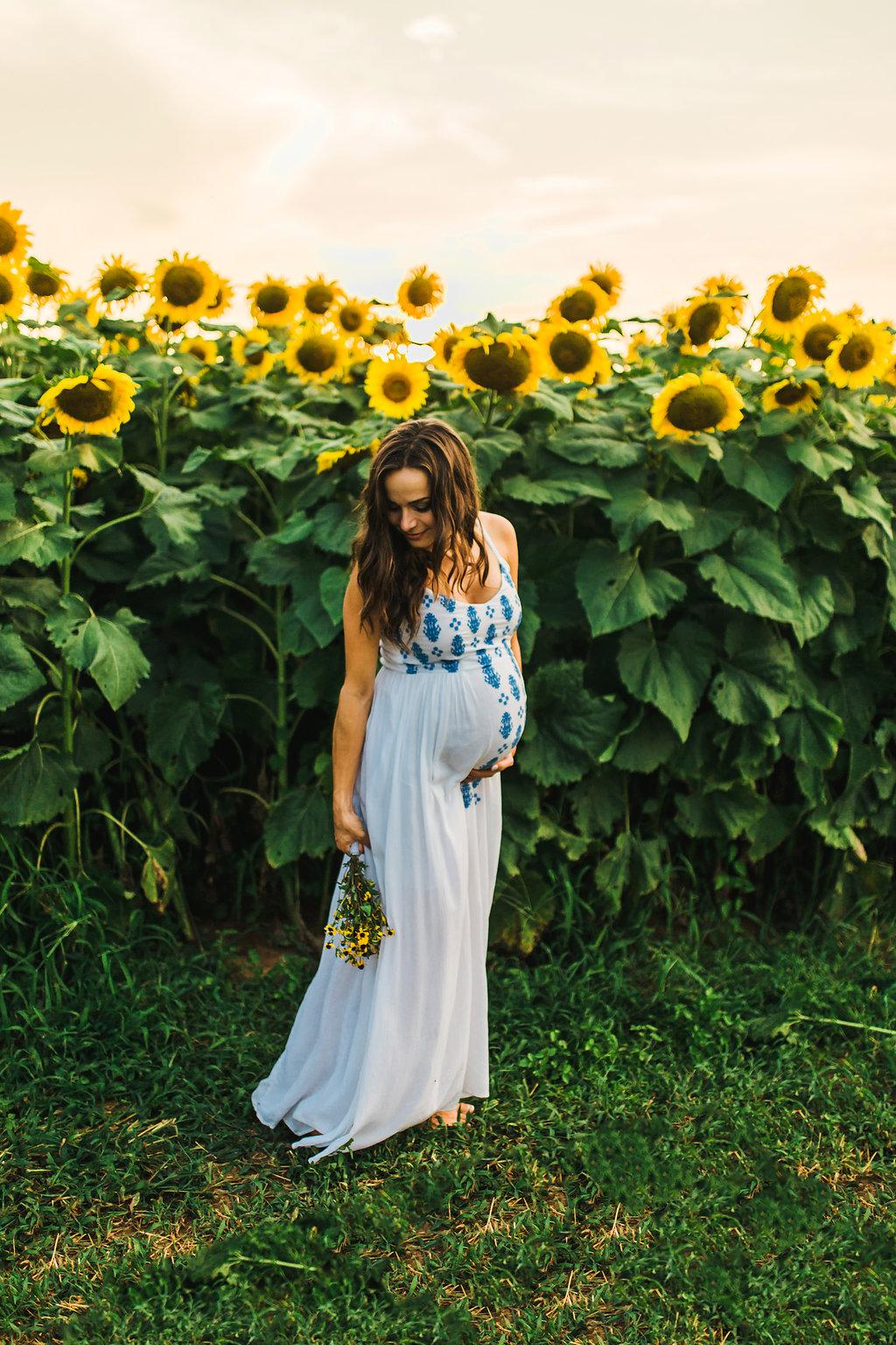 Sunflower-Maternity-Nashville-Tennessee-Field-Batey-Farms-4