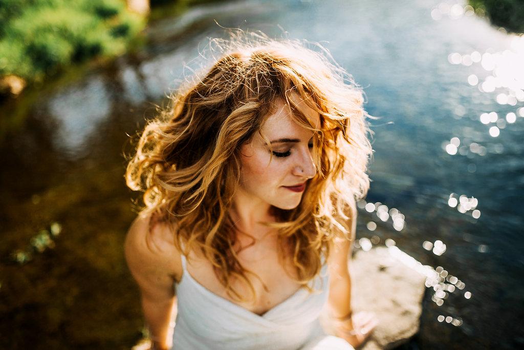 Camille-Joy-Music-Franklin-Tennessee-Photographer-Creek-Berry-Farms-Senior-Portraits-Water-11