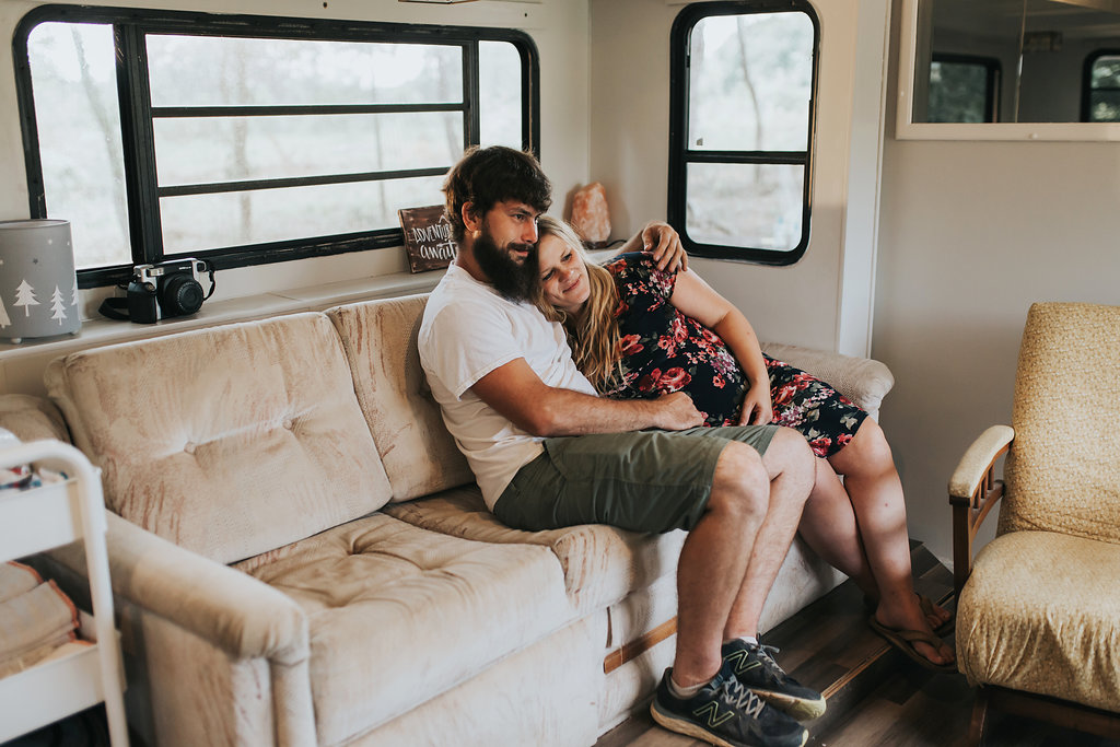 Tennessee-City-Camper-Lifestyle-Couples-Maternity-Alpha-Gal-31