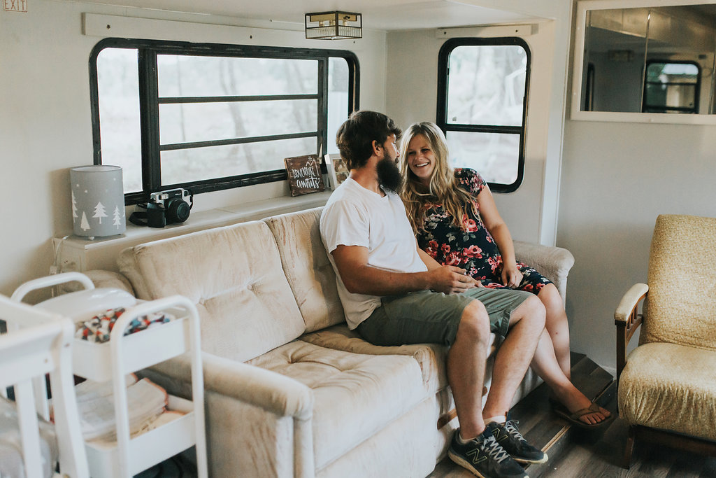 Tennessee-City-Camper-Lifestyle-Couples-Maternity-Alpha-Gal-6