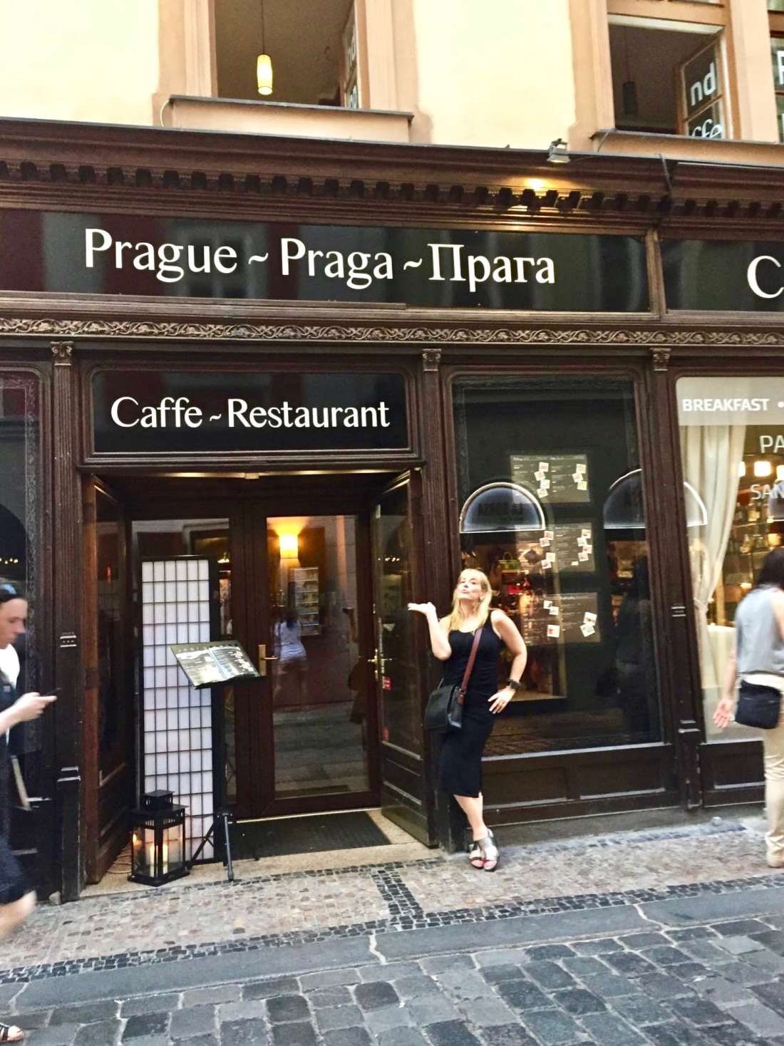 Glamming it up on the streets of Prague
