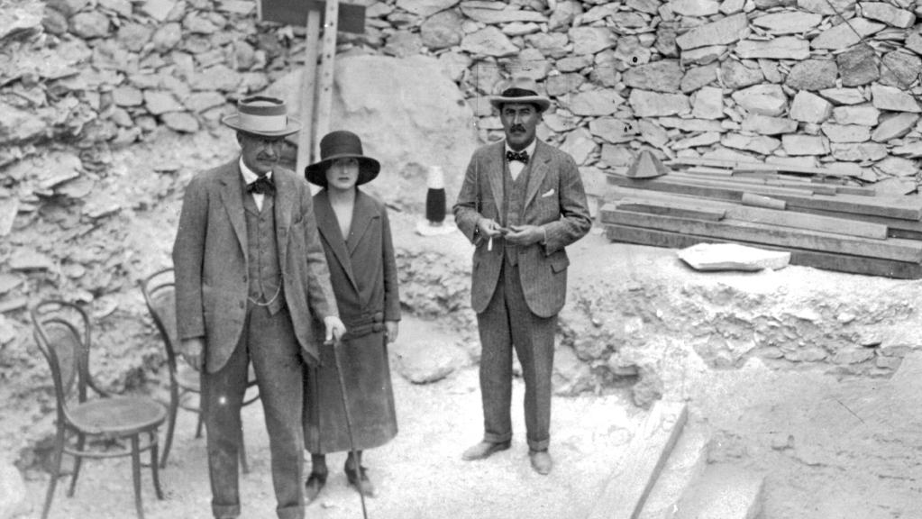 Lord Carnarvon, Lady Evelyn Herbert and Howard Carter at the steps leading to Tutankhamun's tomb in November 1922.