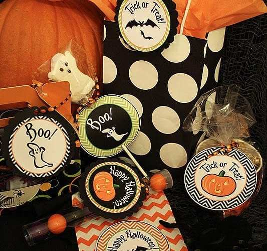 Freebie: Spooktacular Chevron Tags