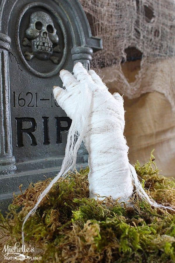 DIY Tabletop Mummy Hand by Michelle Stewart