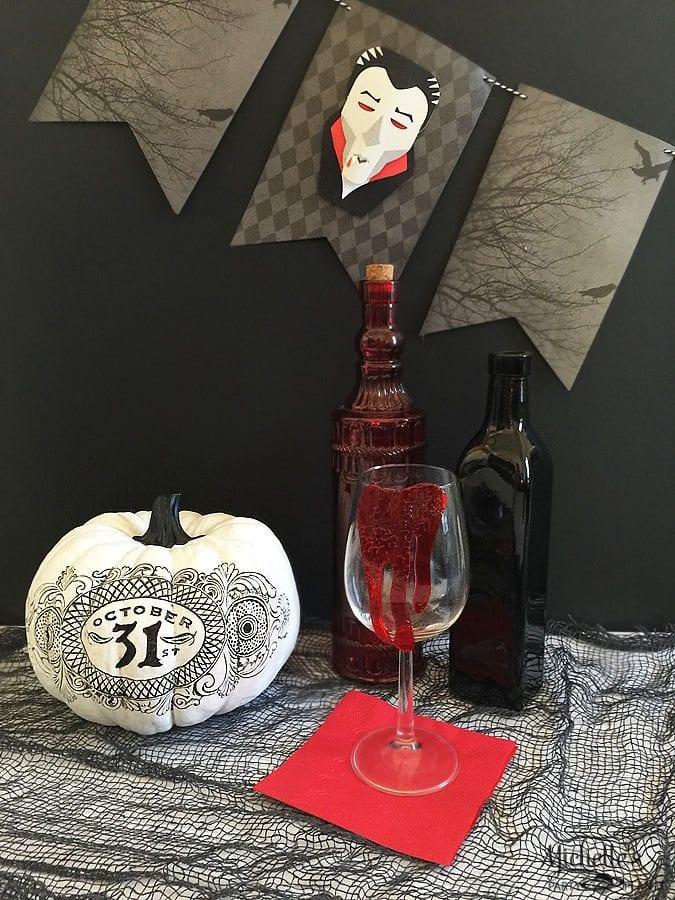 Halloween Vampire Decorations | Banner & Napkin Tutorial